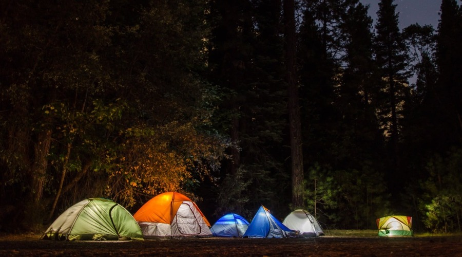 pārgājiens ar teltīm