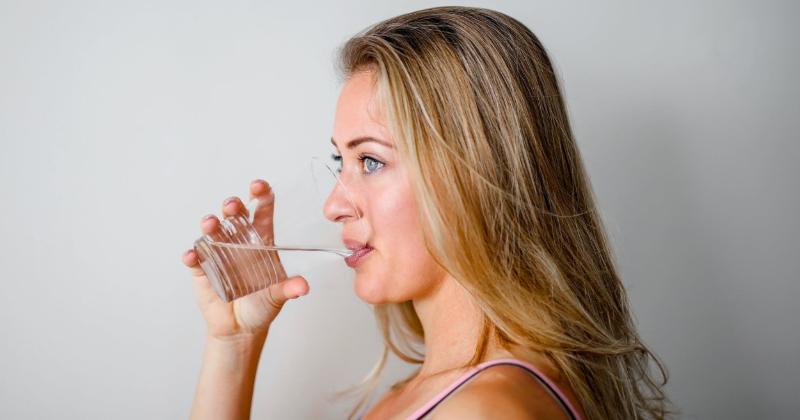 kā izdzert ūdeni dienā